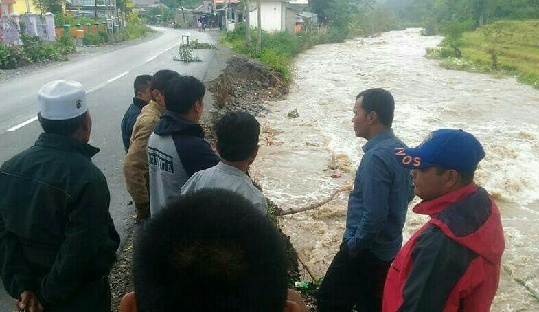Wabup Zainal Abidin Menijau Banjir Siulak Deras.