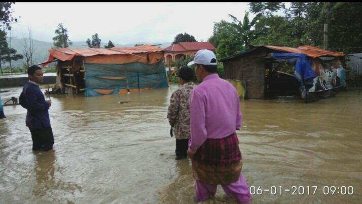Zainal Abidin Meninjau Banjir