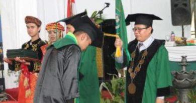 Ketua IAIN Kerinci Dr. Y Sonafis. M.Ag, Wisudakan 949 Mahasiswa