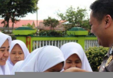 Kunker ke Polsek Jajaran,  Kapolres Kerinci Sambangi Warga & Pelajar di Kayuaro