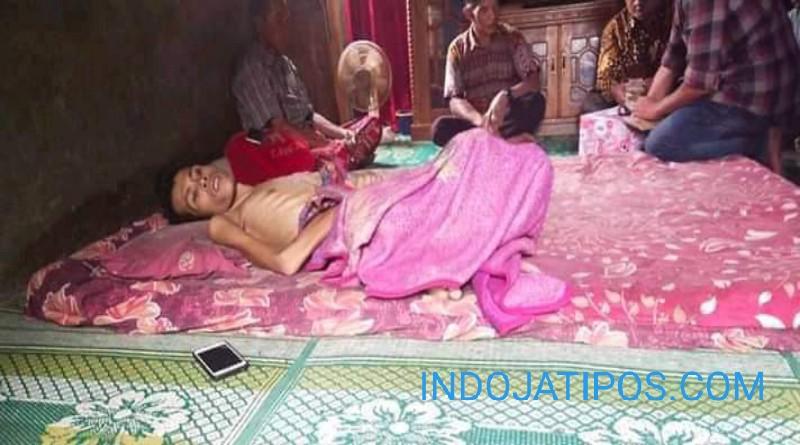 FOTO: Antes (28) Sudah 7 Bulan Derita Sakit Terbaring di Rumahnya Sungai Pegeh, Siulak,Kerinci.