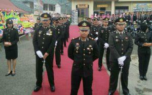 Kasat Reskrim IPTU Dedi Kurniawan bersama jajaran perwira menyambut Kapolres baru