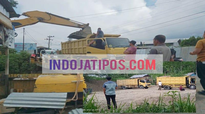 Pengerjaan Proyek Tertutup, Material Sungai Bungkal di Bawa Kantor Dinas PUPR Dipertanyakan