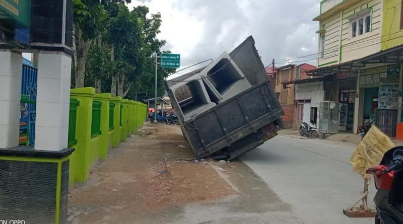 Kontruksi Dinilai Tidak Sesuai RAB, Drainase Jalan MH Thamrin Sumur Anyir Jebol