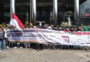 Mahasiswa Demo Walikota Sungaipenuh AJB di KPK