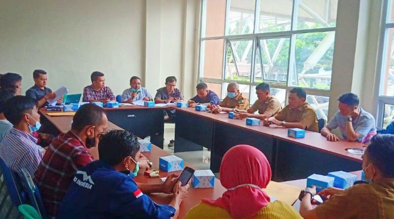 FOTO: Ketua KONI Sungaipenuh Ori Saputra Pimpin Rapat Program Kerja.