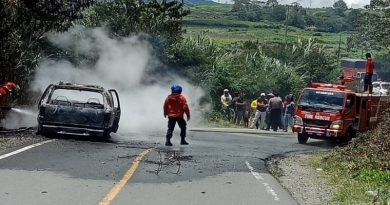 Mobil Opel Blazer  Ludes Terbakar di Kayuaro